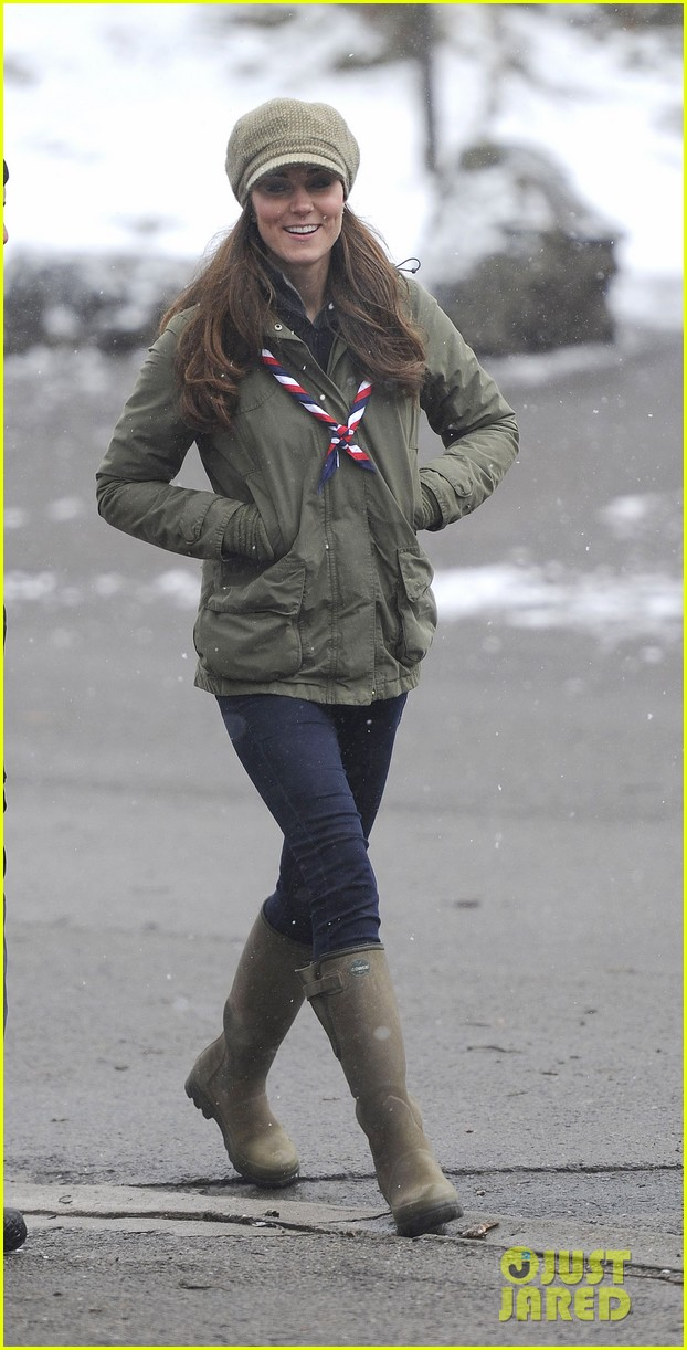kate middleton pregnant great tower scout camp visit 012835752