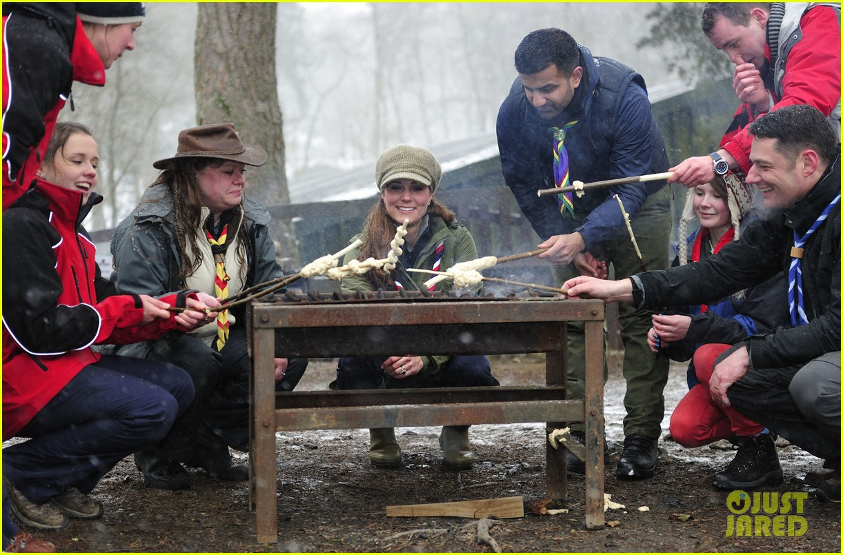 kate middleton pregnant great tower scout camp visit 032835754