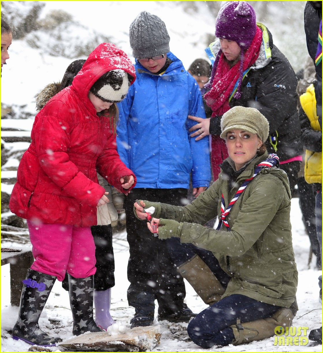 kate middleton pregnant great tower scout camp visit 052835756