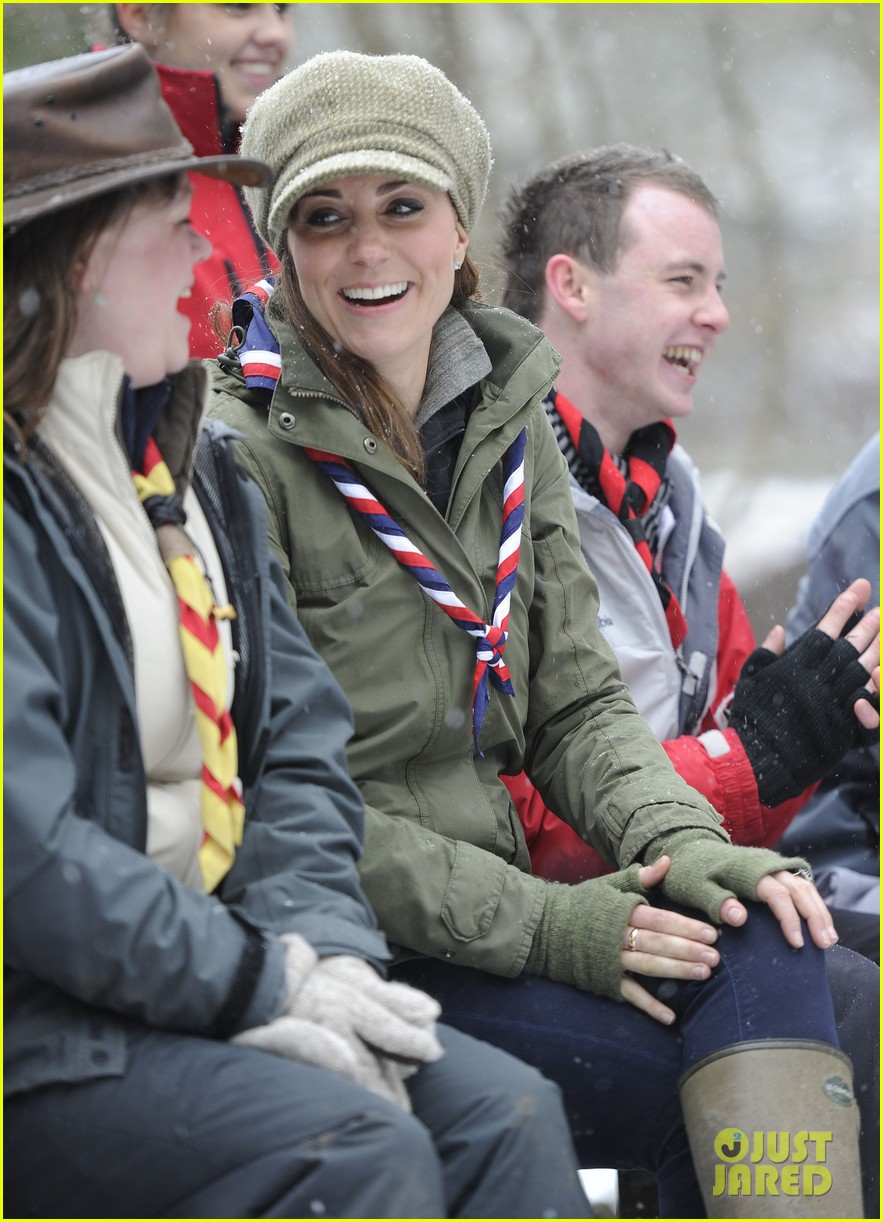 kate middleton pregnant great tower scout camp visit 09