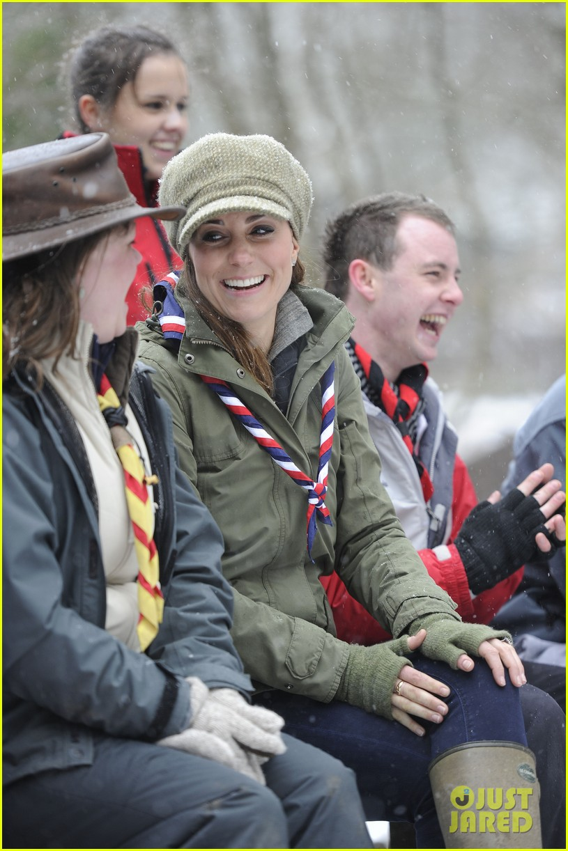 kate middleton pregnant great tower scout camp visit 112835762