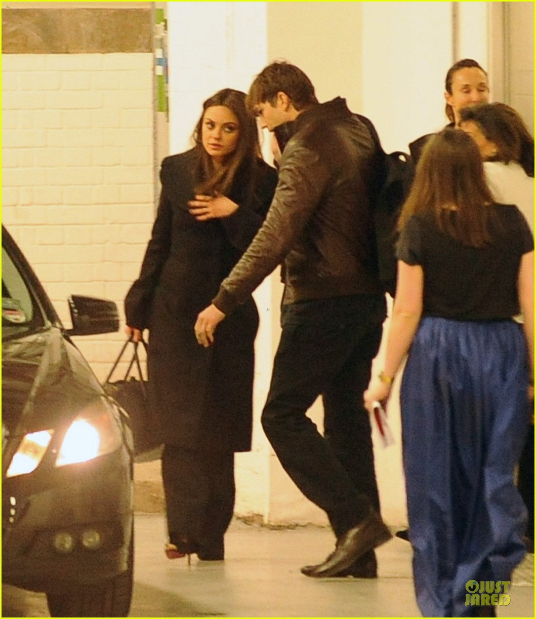 mila kunis ashton kutcher gemsfield jewelry event in london 032830610