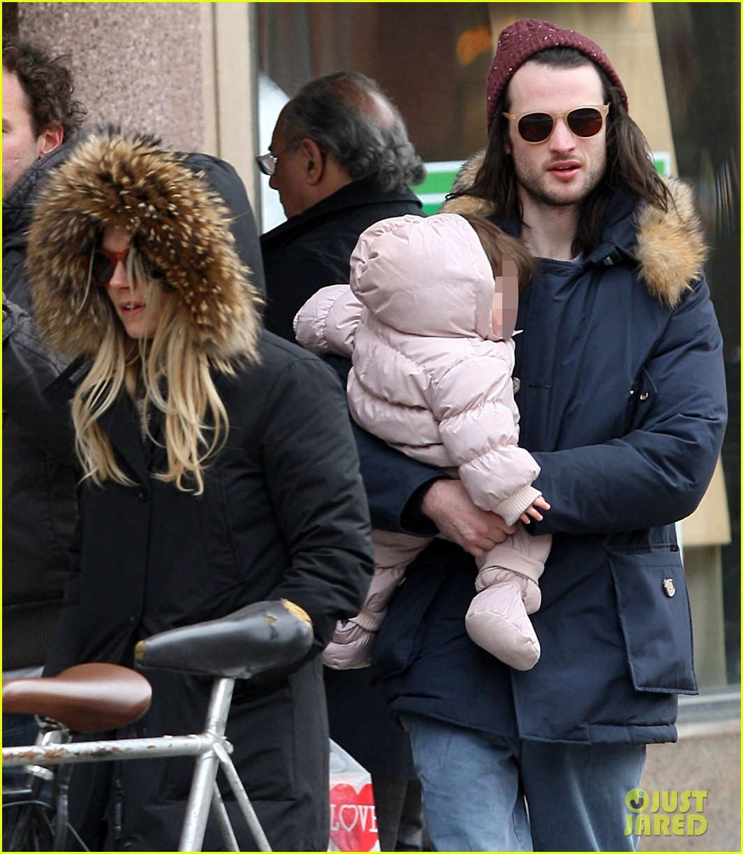 sienna miller tom sturridge sunday family day with marlow 02