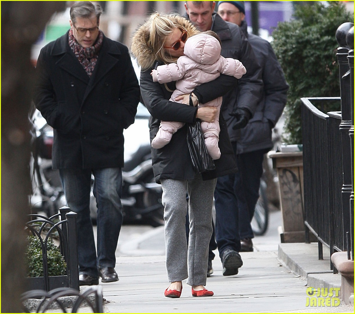 sienna miller tom sturridge sunday family day with marlow 072832466