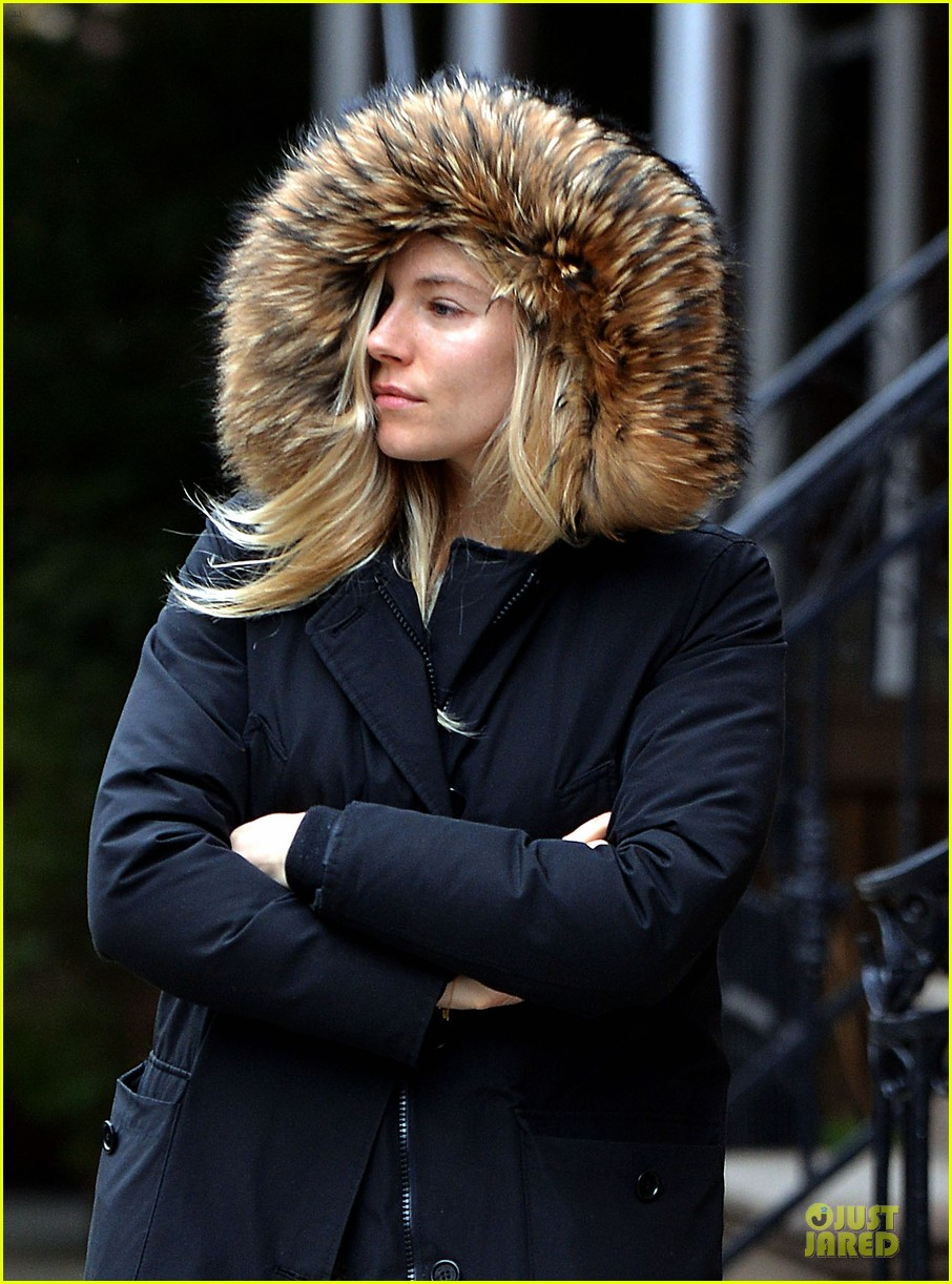 sienna miller red hot stroll in the big apple 022833035