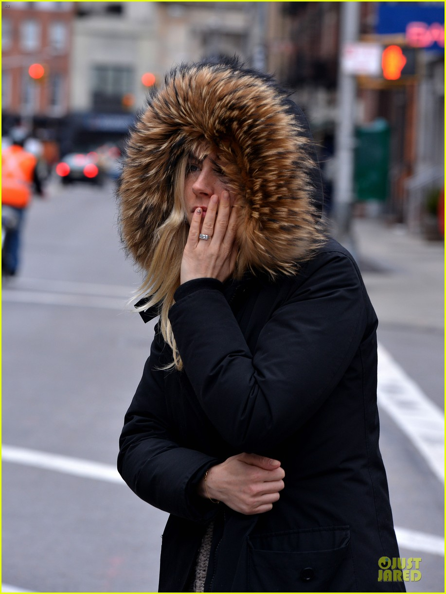sienna miller red hot stroll in the big apple 042833037