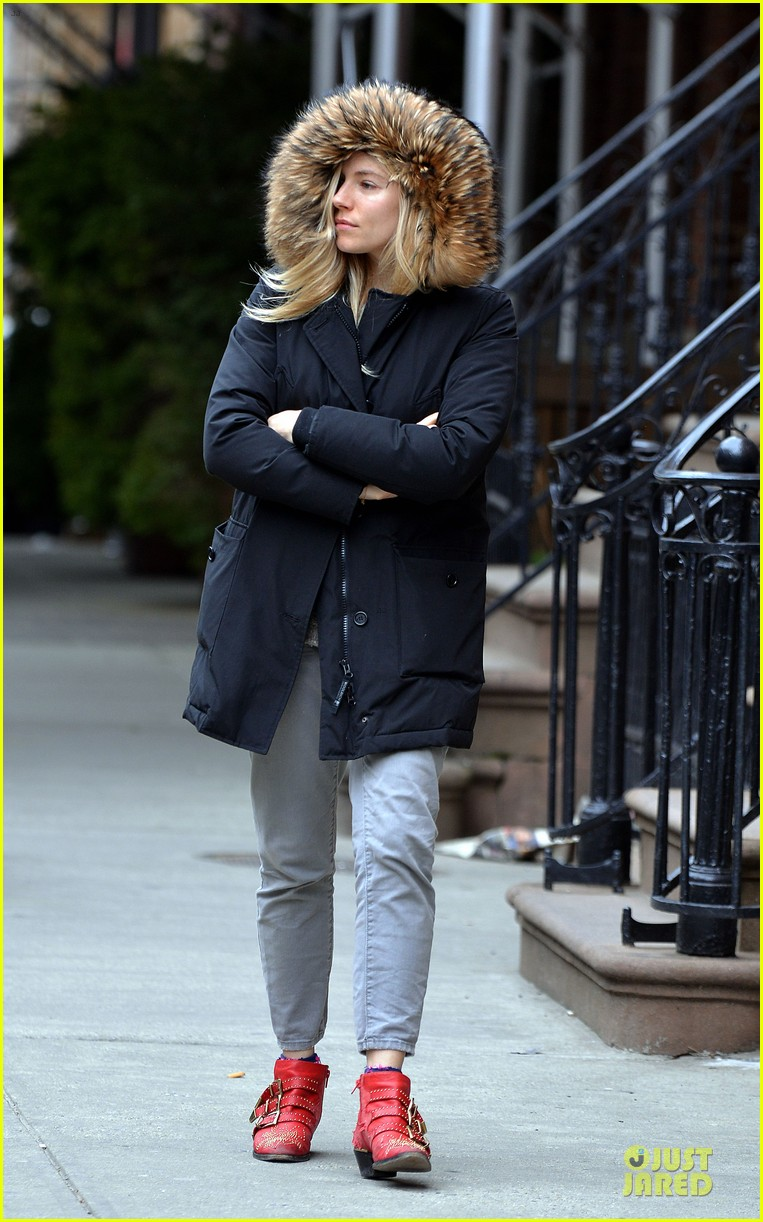 sienna miller red hot stroll in the big apple 092833042