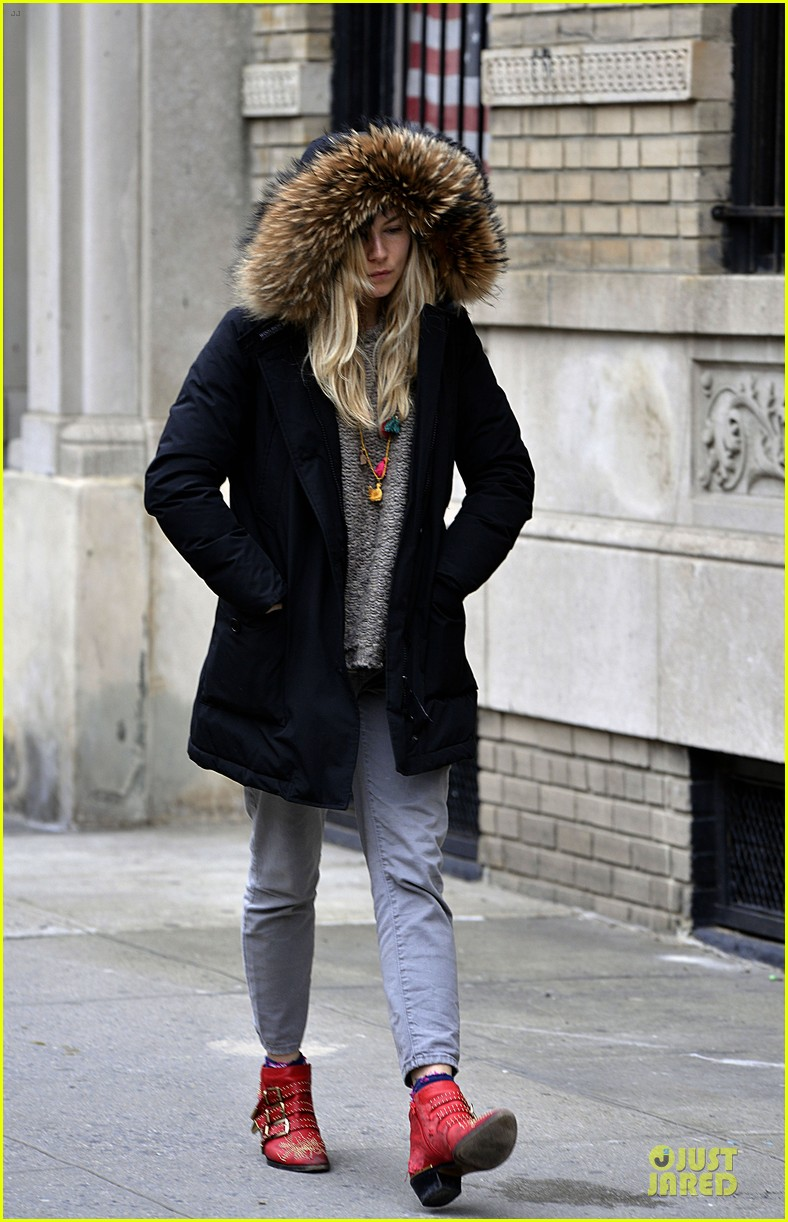 sienna miller red hot stroll in the big apple 102833043