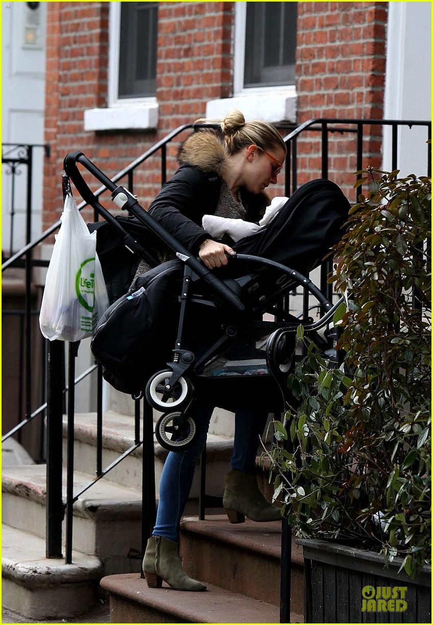 sienna miller stroller pushing with marlowe 052829737