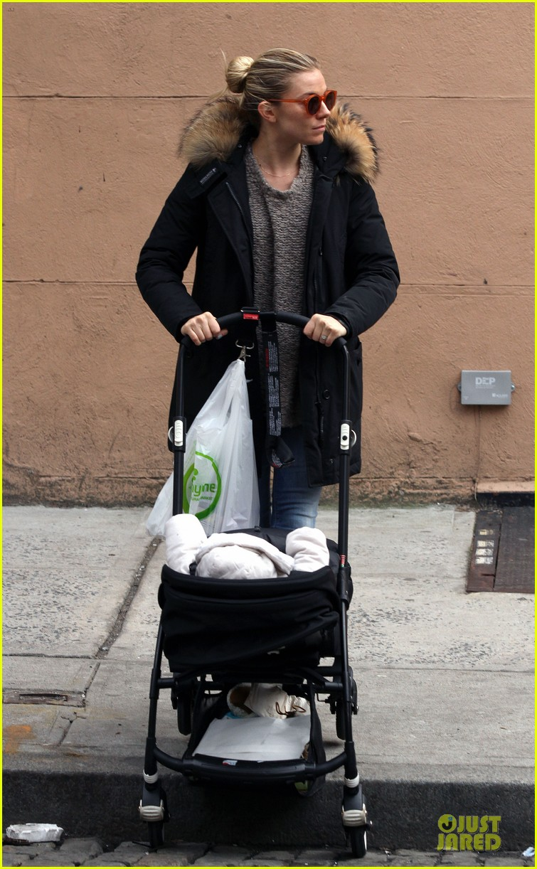 sienna miller stroller pushing with marlowe 062829738