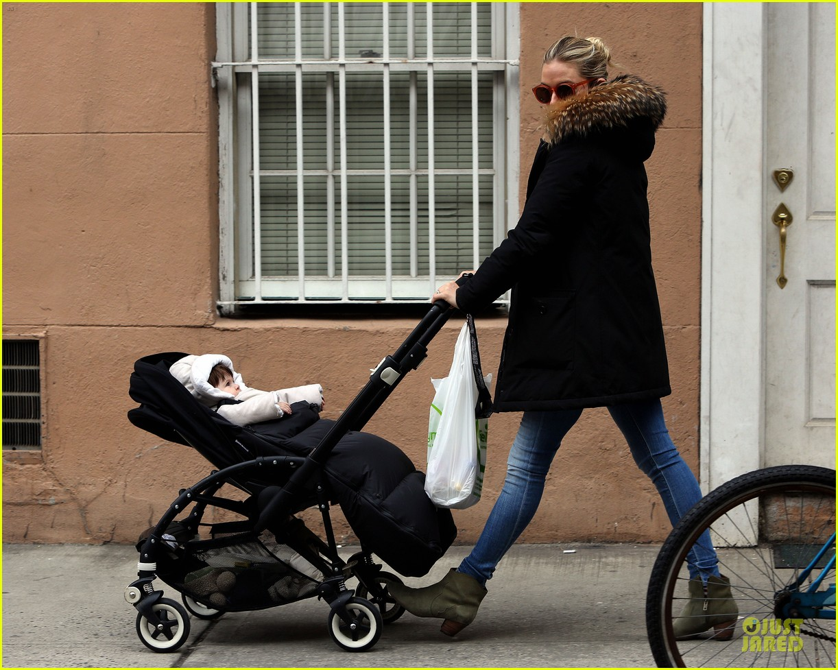 sienna miller stroller pushing with marlowe 092829741