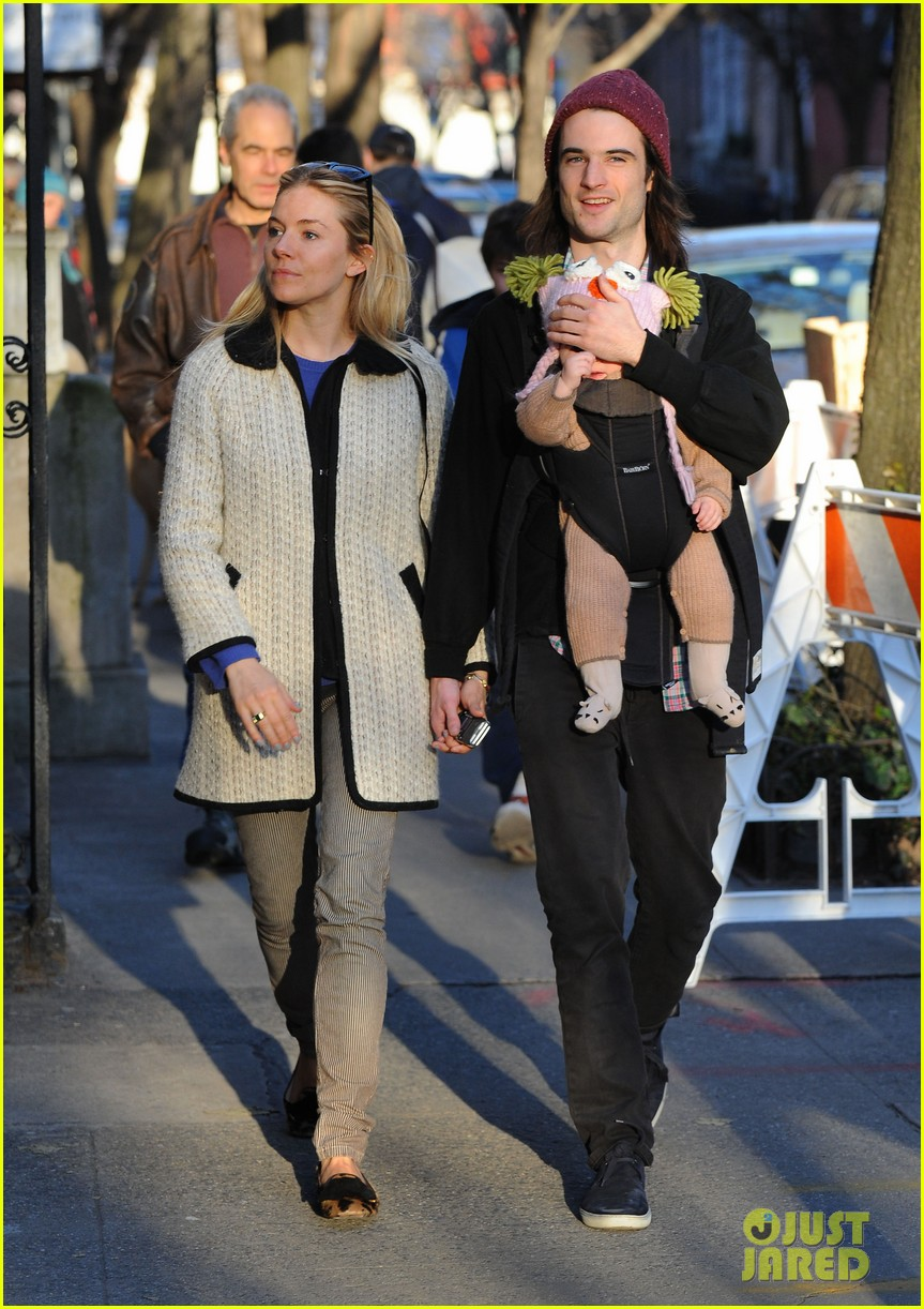 sienna miller tom sturridge west village walk with marlowe 082828354