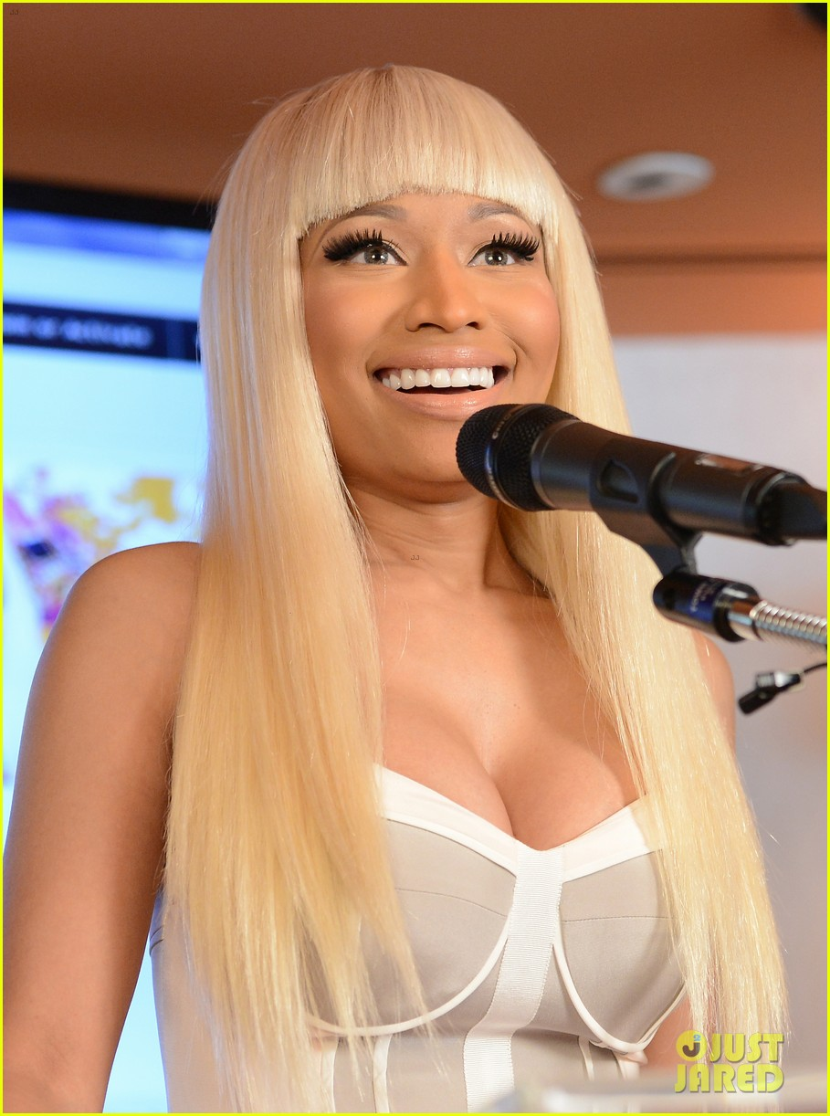 nicki minaj kmart collection event 02