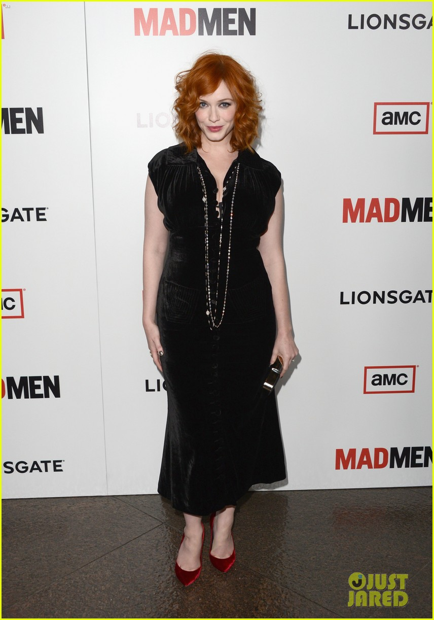elisabeth moss christina hendricks mad men premiere 01