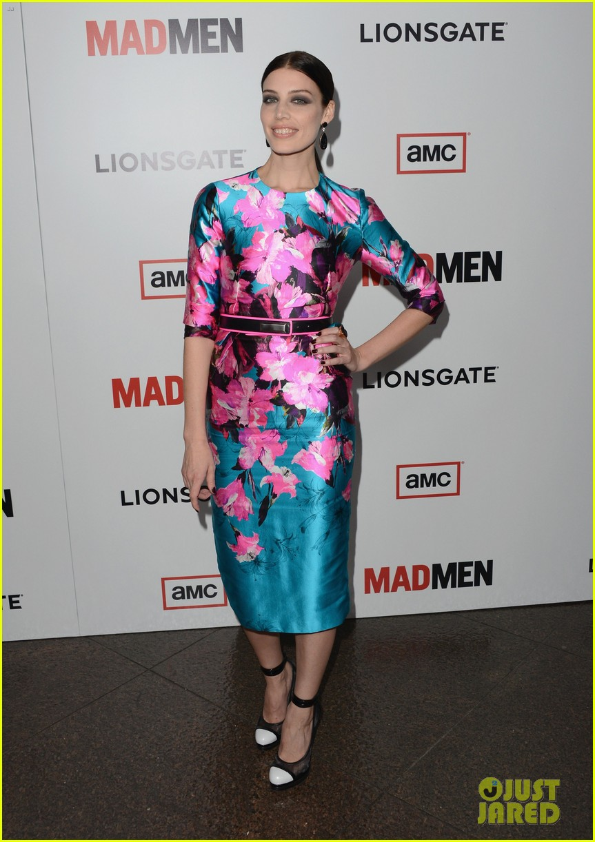 elisabeth moss christina hendricks mad men premiere 09