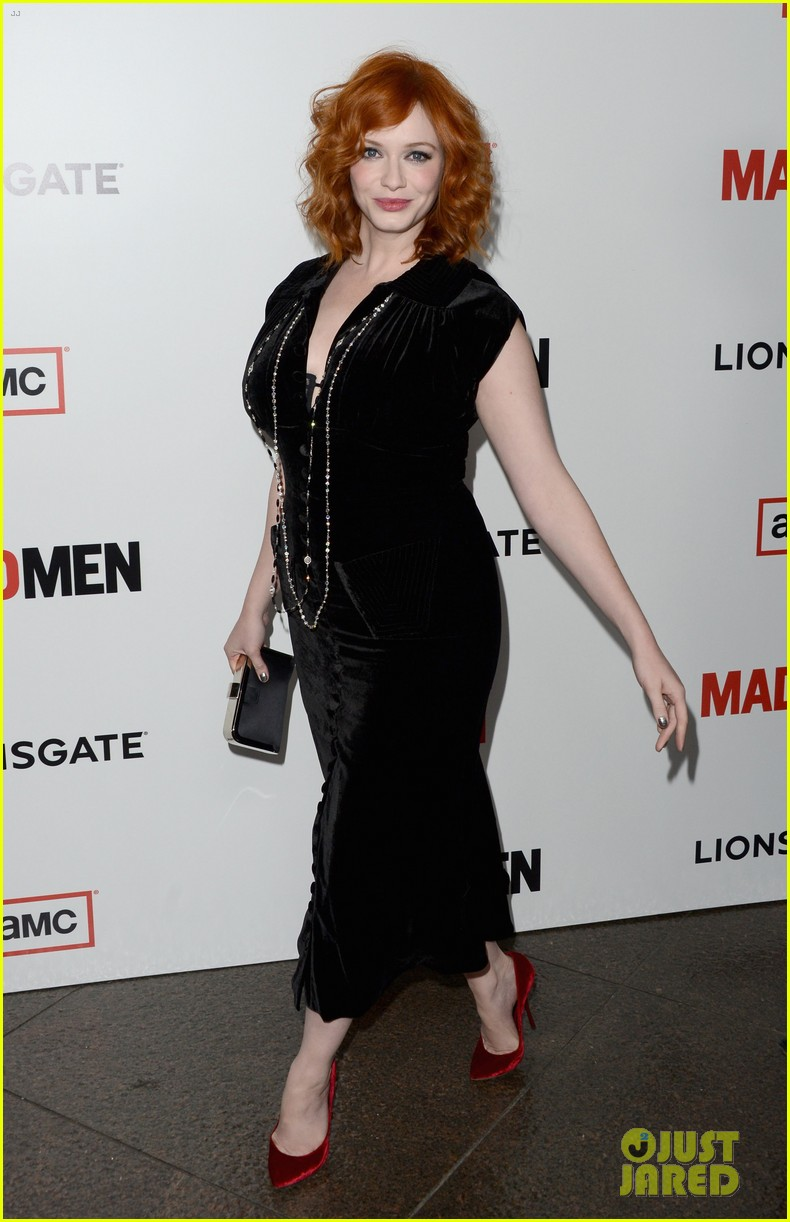 elisabeth moss christina hendricks mad men premiere 132834784