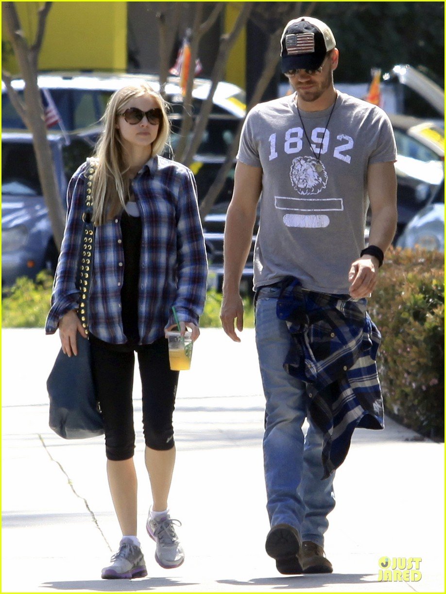 chad michael murray kenzie dalton plaid matching couple 072836303