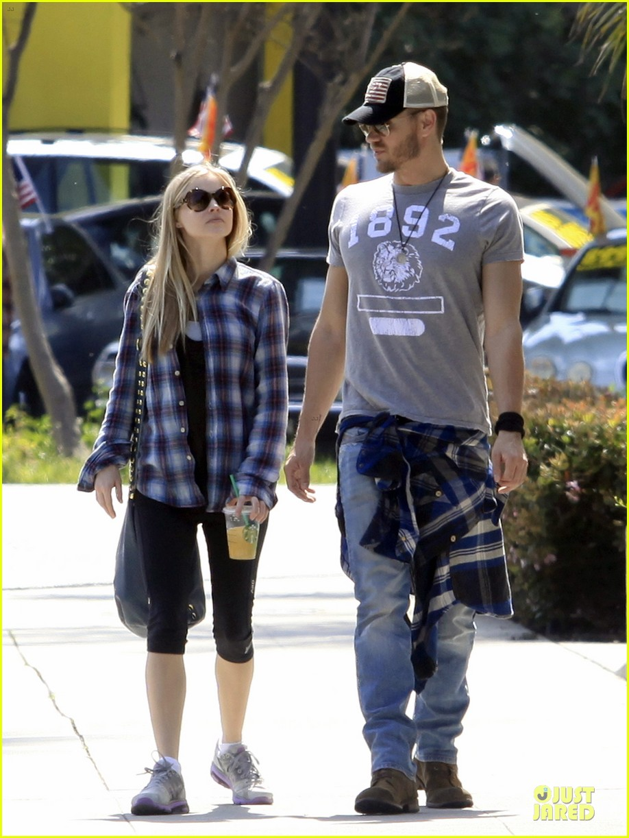 chad michael murray kenzie dalton plaid matching couple 122836308
