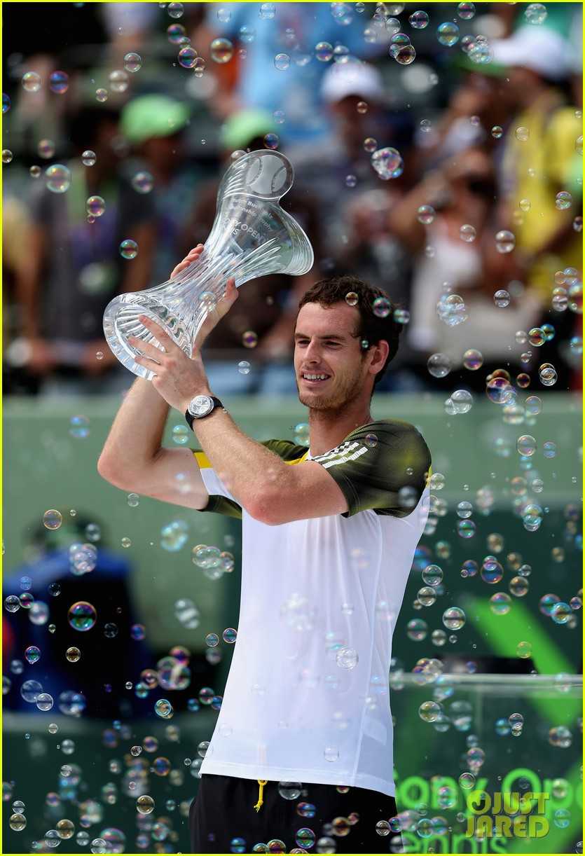andy murray shirtless victory swim after sony open win 092841159