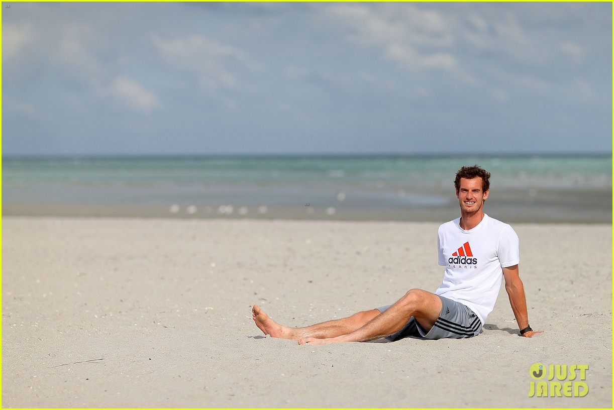 andy murray shirtless victory swim after sony open win 172841167