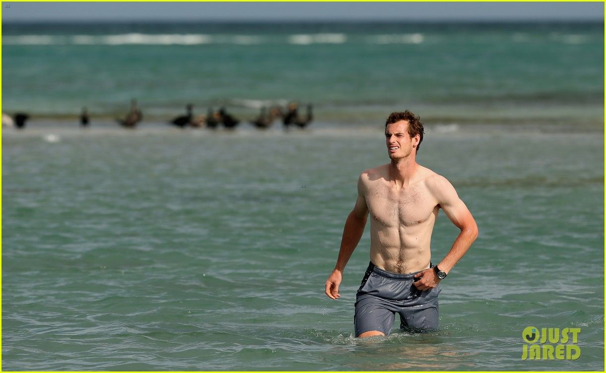 andy murray shirtless victory swim after sony open win 22