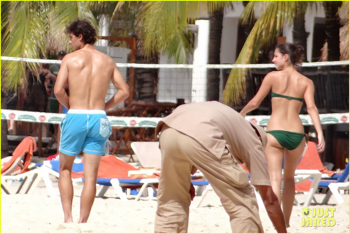 rafael nadal shirtless beach vacation with maria perrello 122826120