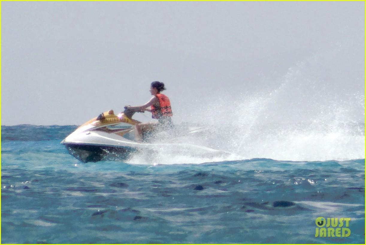 rafael nadal shirtless beach vacation with maria perrello 182826126