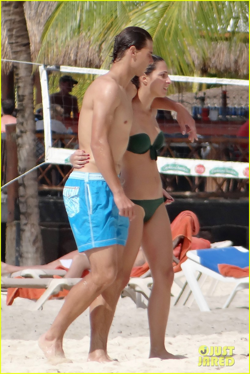 rafael nadal shirtless beach vacation with maria perrello 23