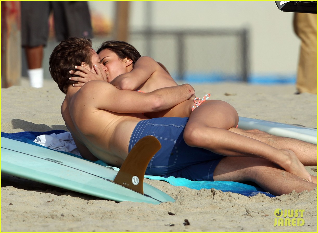 odette annable bikini kissing for westside pilot 042839281