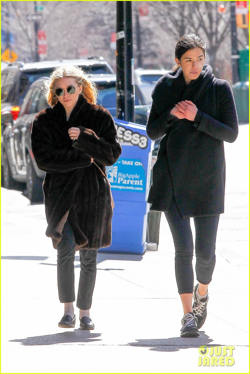 ashley olsen windy nyc errands 03