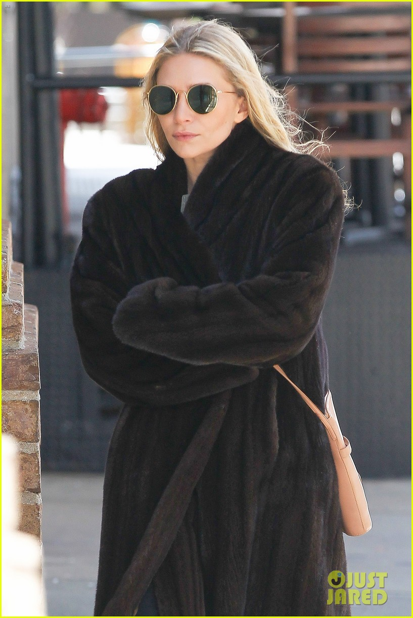 ashley olsen windy nyc errands 04