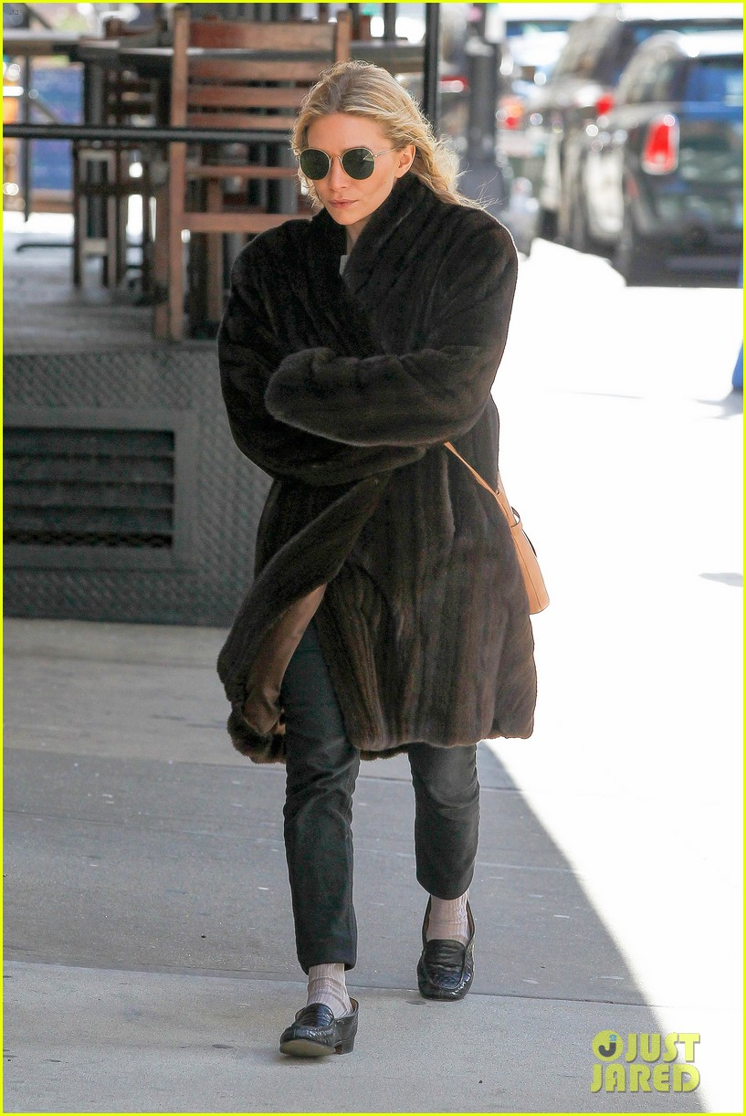 ashley olsen windy nyc errands 11
