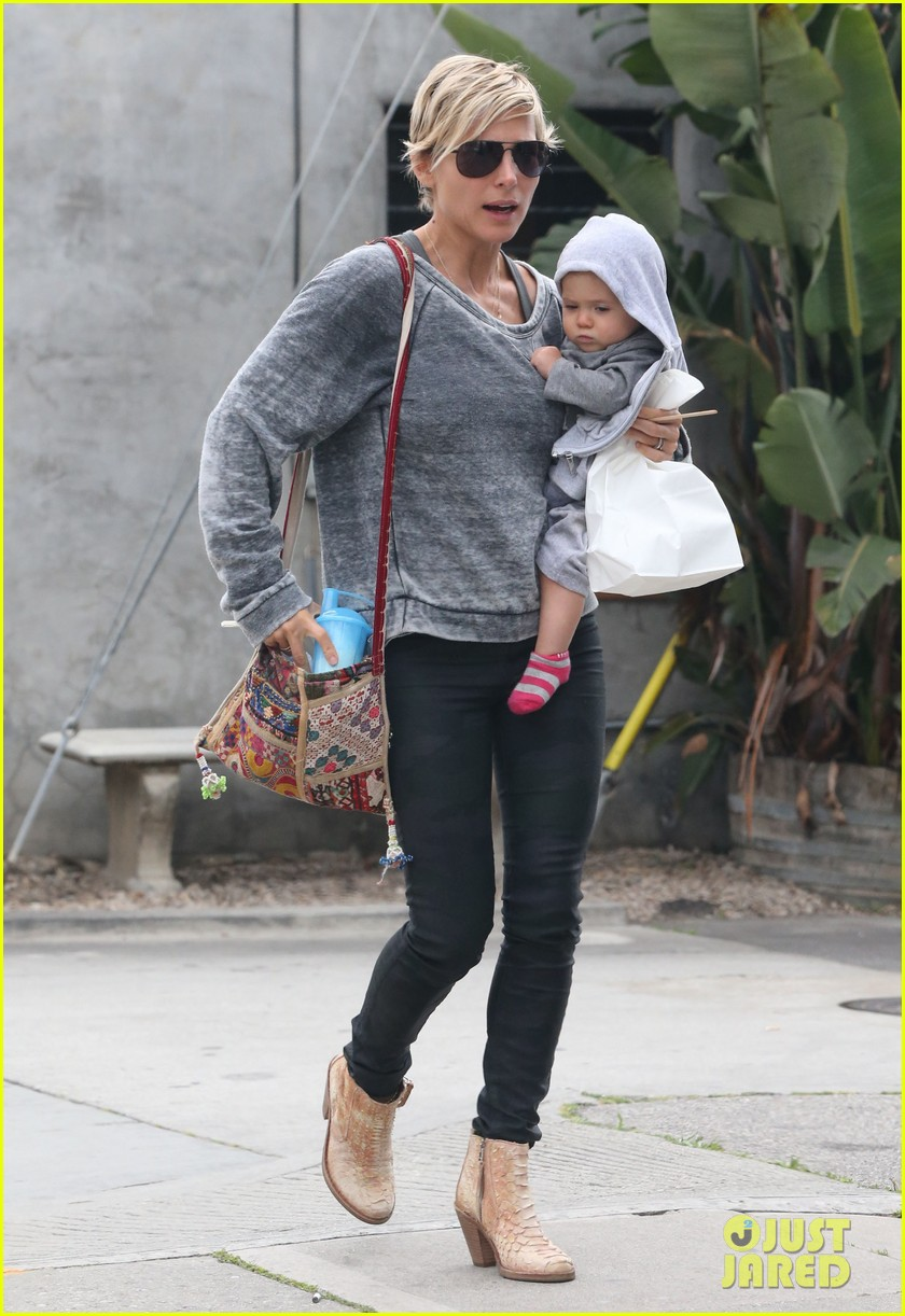 elsa pataky india mommy daughter errands 162834390
