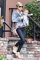 elsa pataky india mommy daughter errands 01