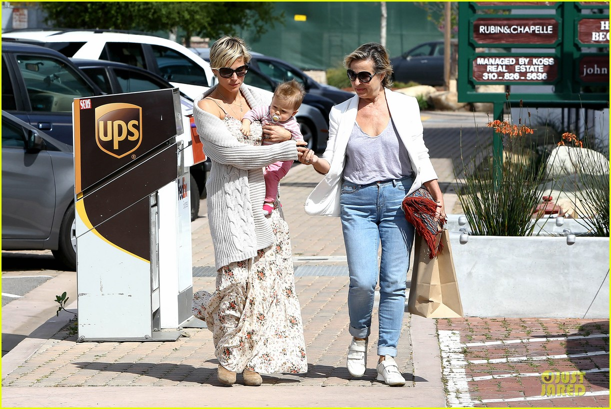 elsa pataky india taverna tony with mom cristina 102840563