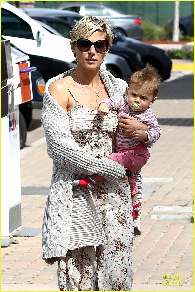 elsa pataky india taverna tony with mom cristina 112840564