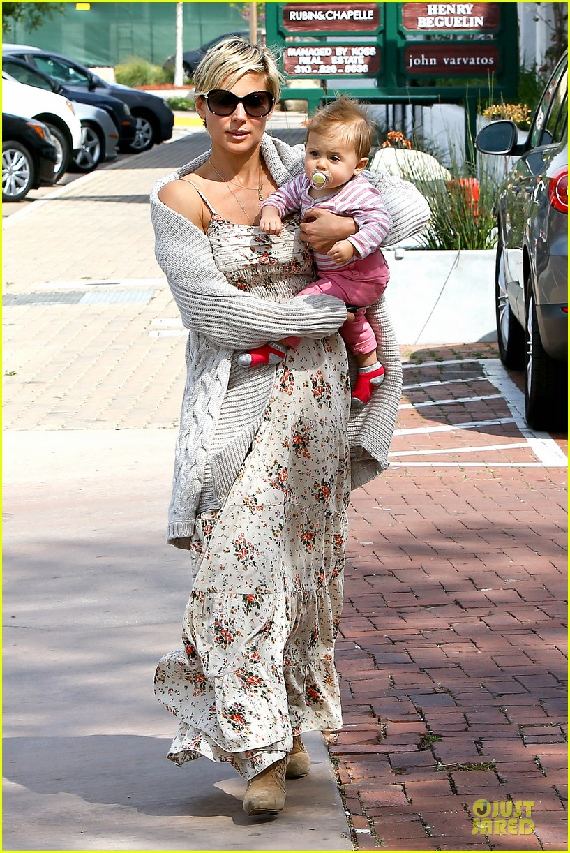 elsa pataky india taverna tony with mom cristina 15