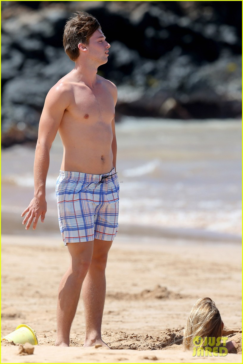 shirtless patrick schwarzenegger kissing taylor burns 082839372