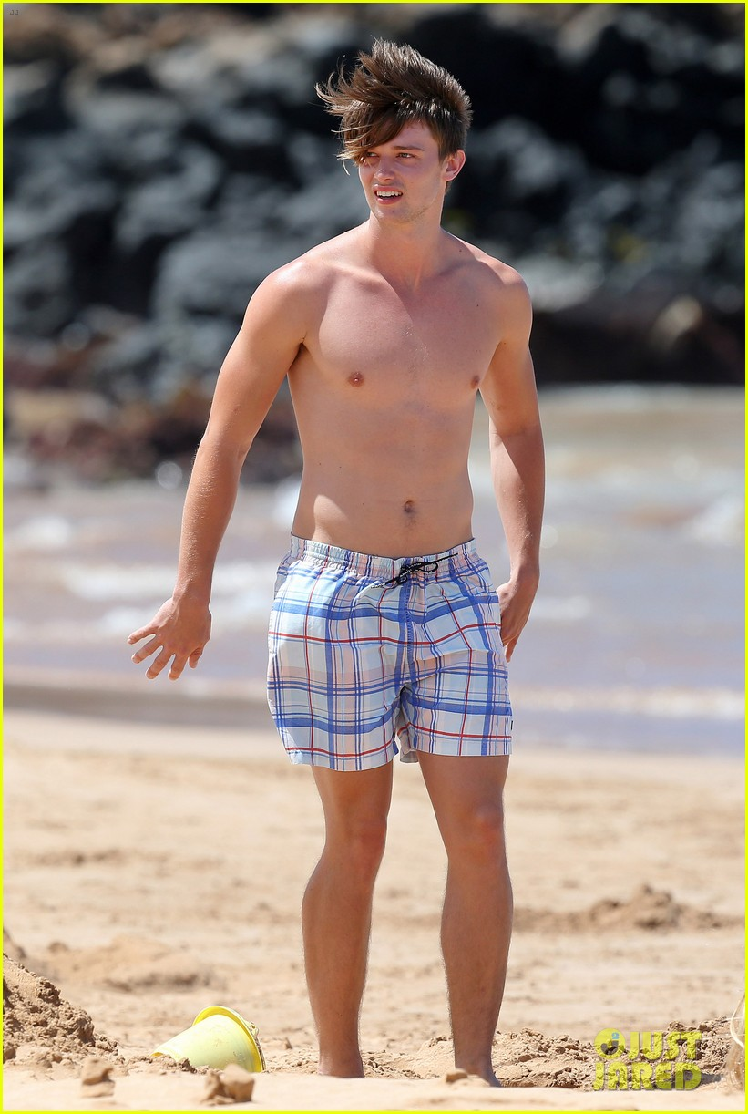 shirtless patrick schwarzenegger kissing taylor burns 112839375