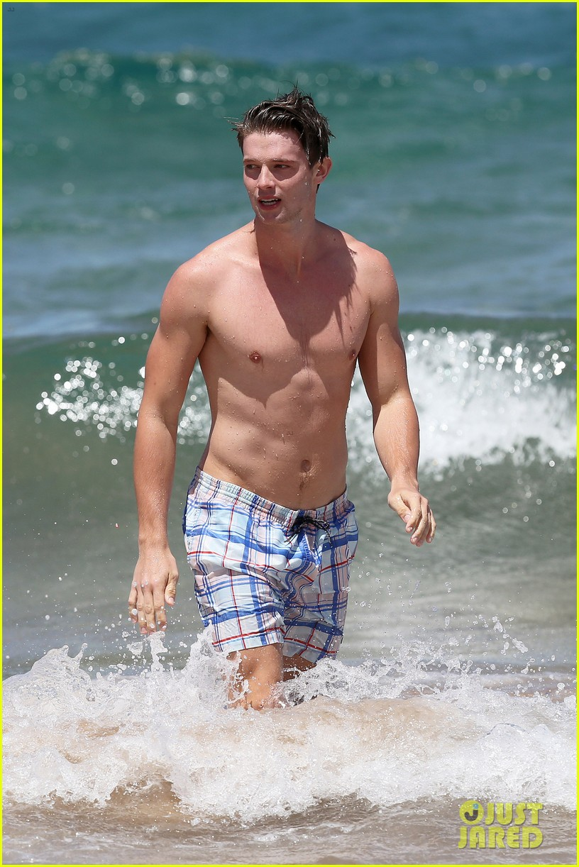 shirtless patrick schwarzenegger kissing taylor burns 212839385