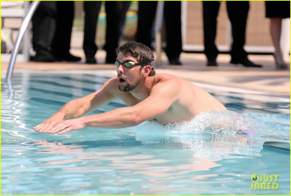 michael phelps shirtless speedo poolside afternoon 022834564