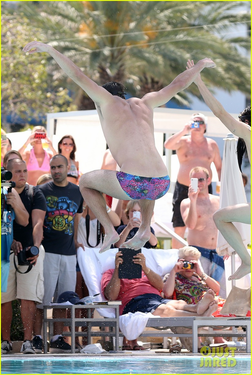 michael phelps shirtless speedo poolside afternoon 032834565