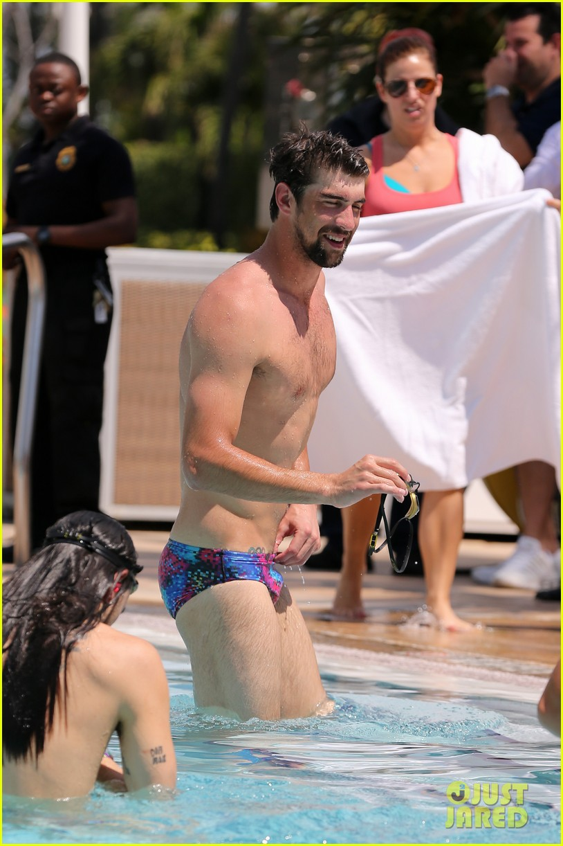 michael phelps shirtless speedo poolside afternoon 072834569