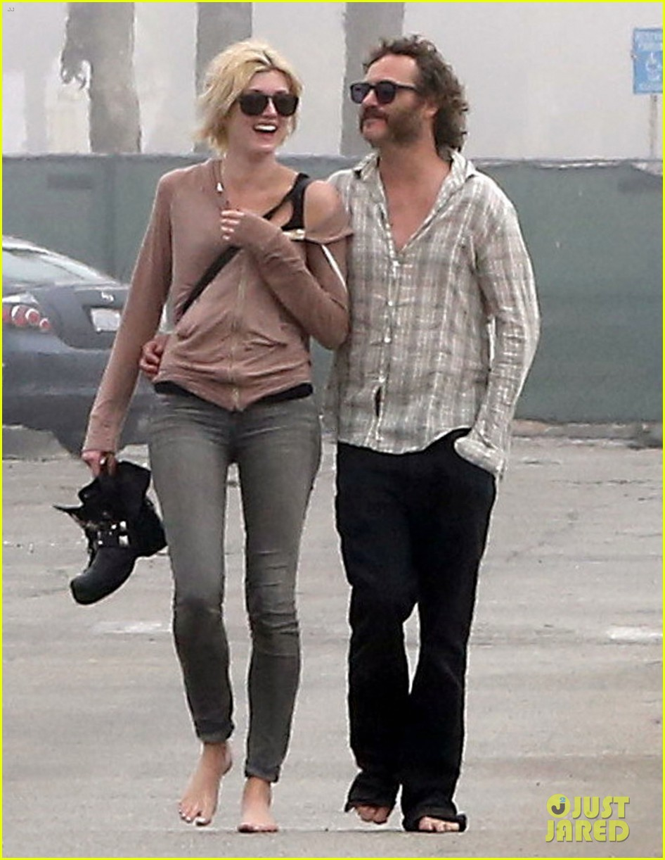 joaquin phoenix barefoot stroll in venice with heather christie 052829804