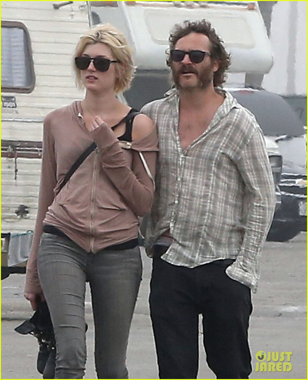 joaquin phoenix barefoot stroll in venice with heather christie 072829806