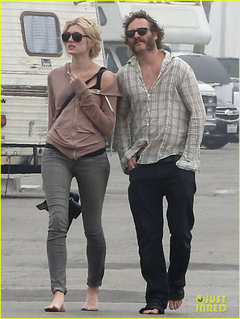 joaquin phoenix barefoot stroll in venice with heather christie 082829807