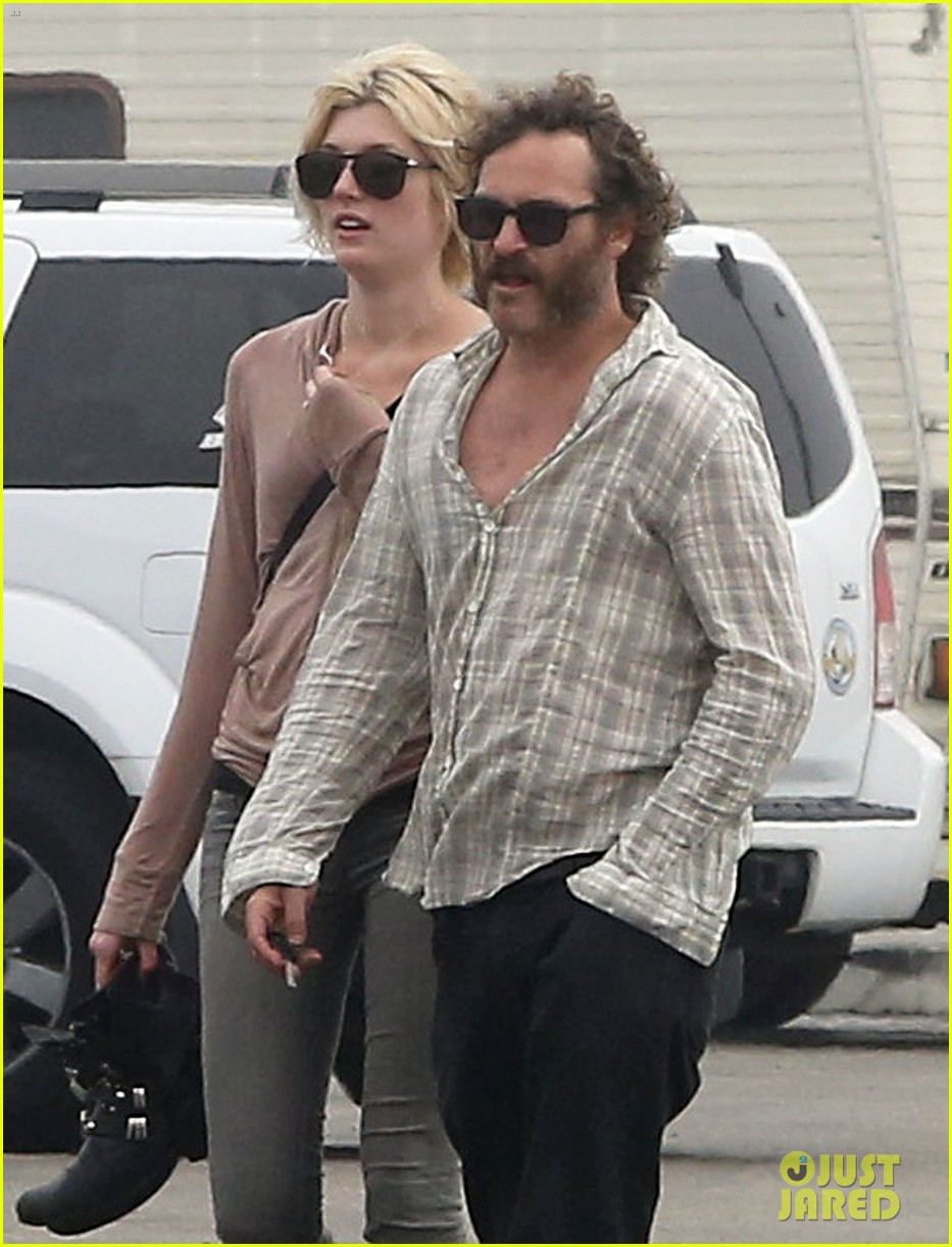 joaquin phoenix barefoot stroll in venice with heather christie 102829809