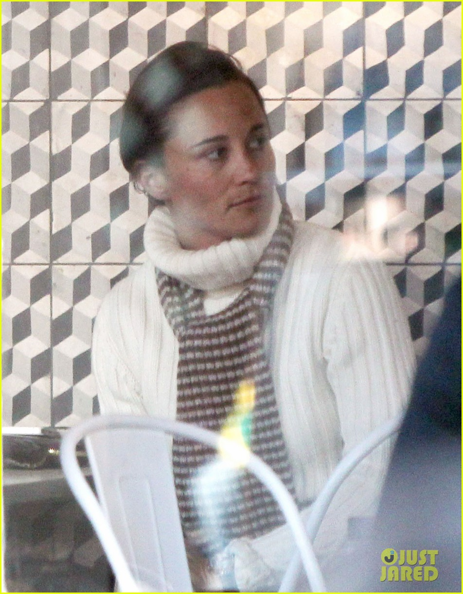 pippa middleton comptoir lunch with mom carole 022827306