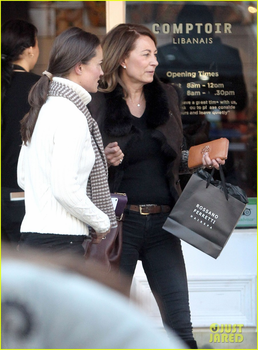 pippa middleton comptoir lunch with mom carole 042827308