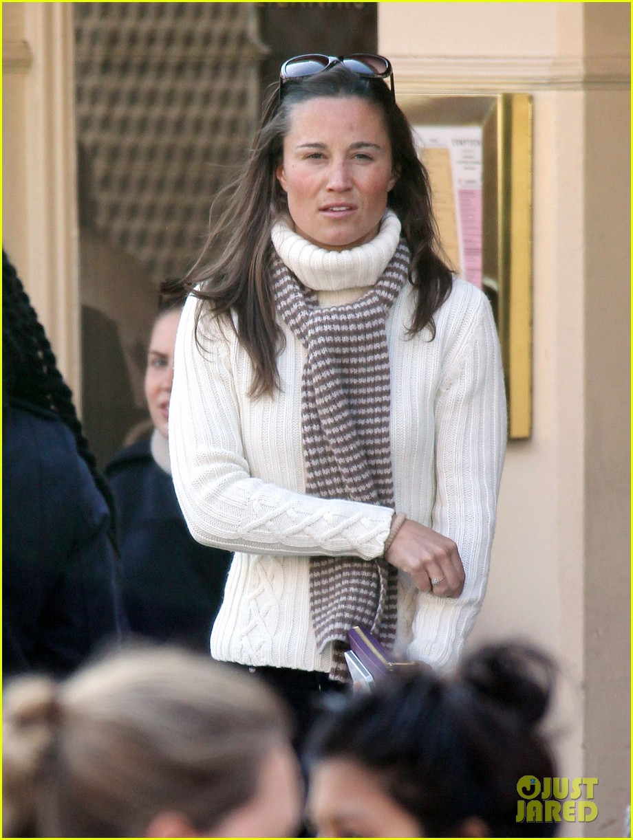 pippa middleton comptoir lunch with mom carole 07